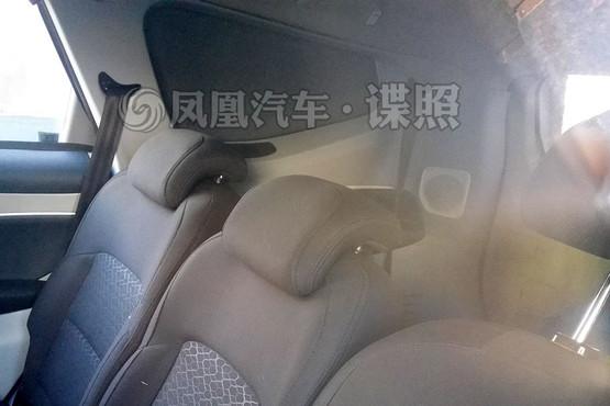 吉利全新MPV实车首曝 采用独立7座布局高清图片