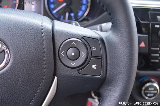 2英寸彩色显示屏输出的,左侧的按键是控制音响的音量,收音机频道和