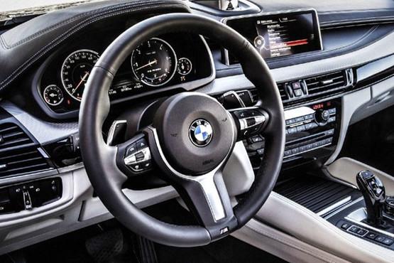 动力方面,据之前猜测,全新宝马X6车型将搭载4.4升涡轮增压V8发动机,最大功率553马力。此外,宝马公司还将为其配置3.0升汽油或柴油发动机。但这些只是出于猜测,并为得到官方确认。 编辑点评:最近一段时间,宝马在SUV车型上新闻不断,投资10亿美元升级汽车生产基地,并将推出X4、X7等新款SUV车型。宝马的X系列SUV已经覆盖到低中高各个级别的市场,体现出宝马对这一车型的信心。新一代X6作为宝马中高端SUV车型,造型大气,而且动感时尚,值得期待。