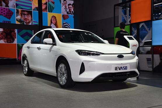 iEVA50新车型补贴后13.95万新造型更显犀利