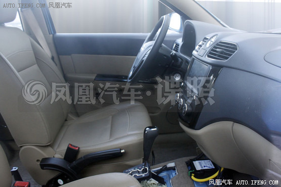 五菱宏光S自动挡谍照 预计下半年上市高清图片