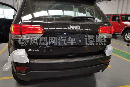 2019款Jeep大切诺基实车谍照 标配空气悬挂/国六排放