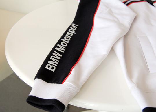 袖口和下摆松紧边采用弹性罗纹设计,非常舒适.