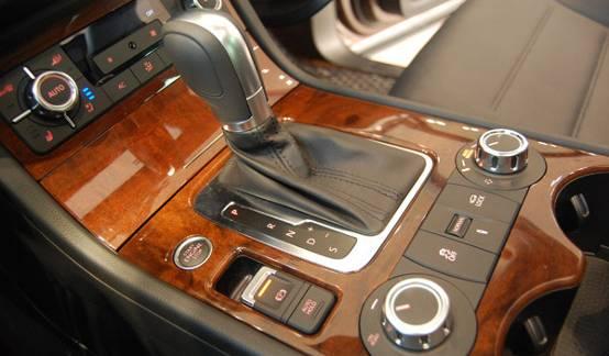 老款途锐中控台按钮图解