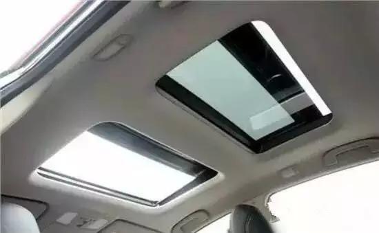 """保养汽车天窗,也比较 """" 大头虾 """",老忘记关严天窗,导致一些树叶,灰尘"""