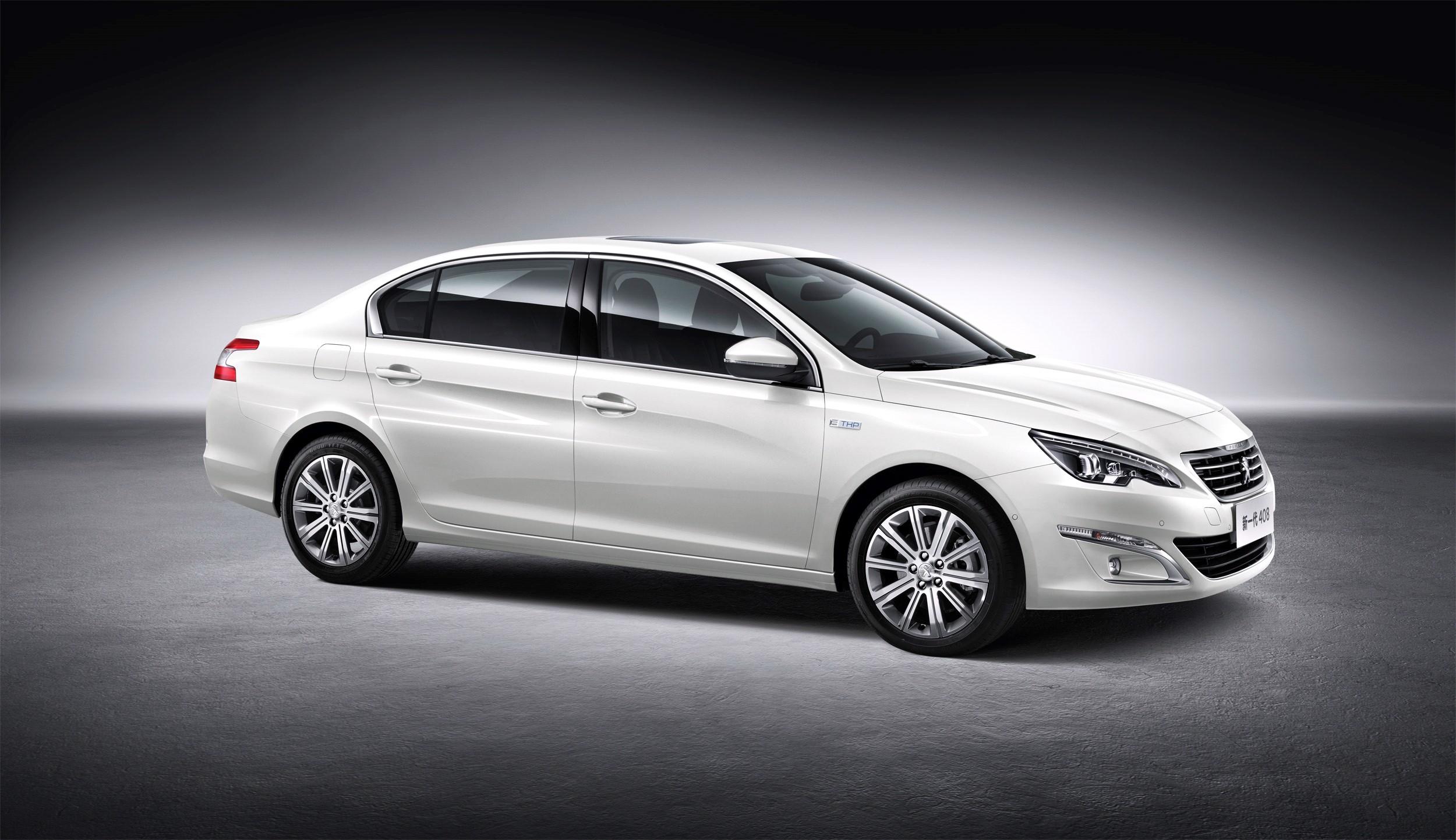 新一代408白色车身前侧角度 新一代东风标致408北京车 高清图片