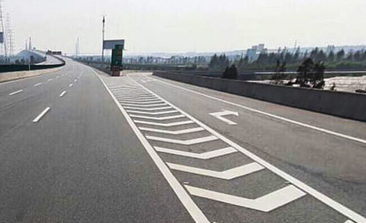 开车上高速不认识这几个标线,迟早出大事!