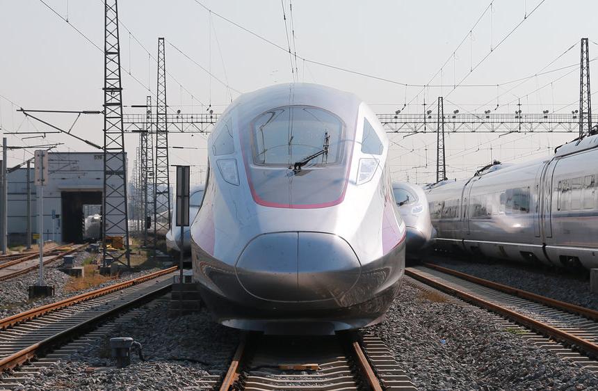 中国最新高铁牛到什么地步?外国人看到都竖大拇指