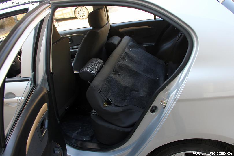 一汽夏利n7高清內飾 更多高清實拍盡在鳳凰汽車高清圖片